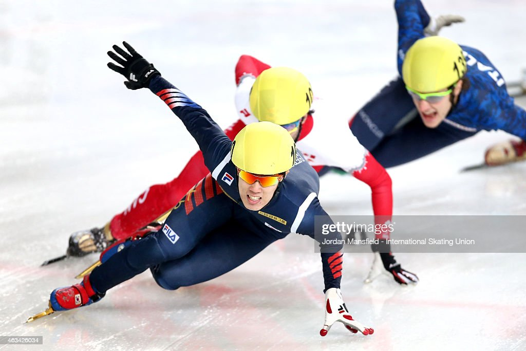 Sin Da-Woon of Korea leads the pack during the Men's 1000m semi-finals on day one of the ISU World Cup Short Track Speed Skating on February 14, 2015 in Erzurum, Turkey.