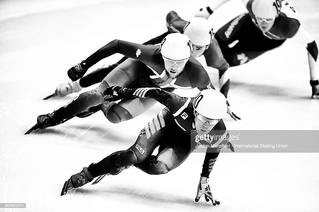 Sin Da-Woon of Korea leads the pack round the corner during the Men's 5000m relay race during day 1 of the ISU World Cup Short Track Speed Skating on February 7, 2015 in Dresden, Germany.