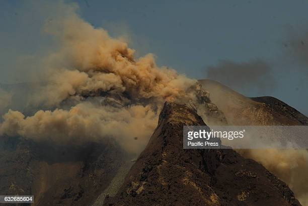Sinabung stop churned until today the development of tremors still felt occasional as well as incandescent lava eruption even occasionally issues...