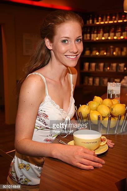 SinaValeska Jung ARDSerie Verbotene Liebe Köln Deutschland PNr 954/2006 Zitronen Früchte Kulisse Studio Daily Soap Schauspielerin Promi BB Foto...