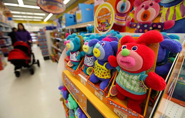 Toys R Us Prices : Foto s en beelden van inside a toys r us inc store getty