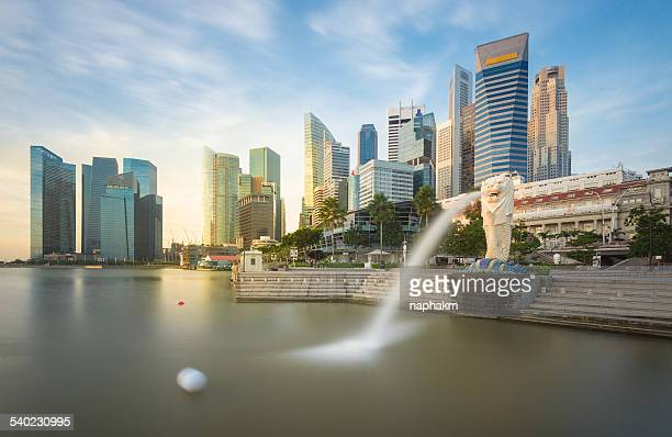 singapore central business district - merlion stock pictures, royalty-free photos & images