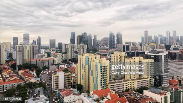 singapore central residential housing estate - ciudades capitales fotografías e imágenes de stock