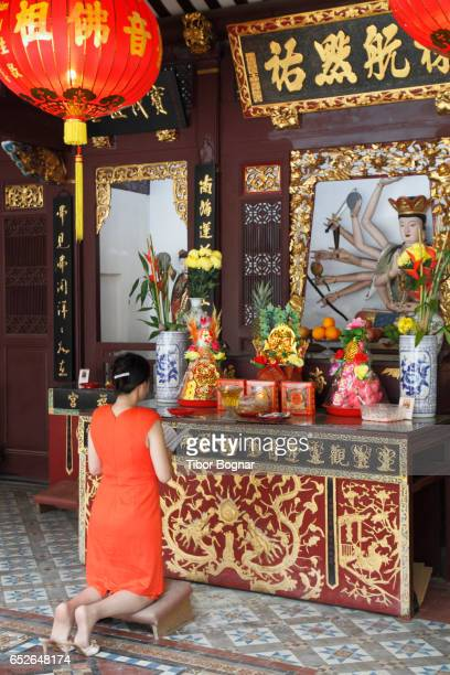Singapore, Chinatown, Thian Hock Keng Temple, praying woman,