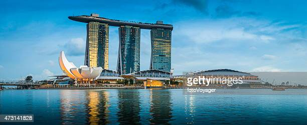 singapore marina bay sands iconic futuristic hotel resort panorama asia - marina bay sands stock photos and pictures