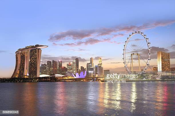 singapore marina bay skylines - marina bay sands skypark stock-fotos und bilder