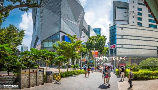 singapur orchard road moderna calle comercial centros comerciales panorama de multitud de consumidores - orchard road fotografías e imágenes de stock
