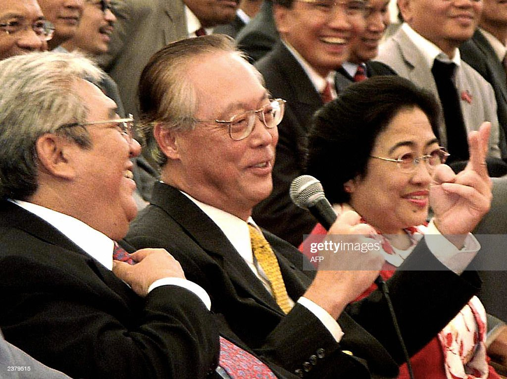 Singapore Prime Minister Goh Chok Tong ( : News Photo