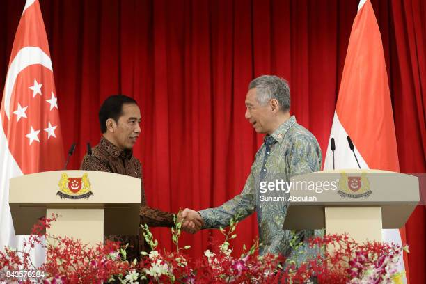 Singapore Prime Minister, Lee Hsien Loong shakes hands with Indonesian President Joko Widodo after the Joint Press Conference at the Istana on...