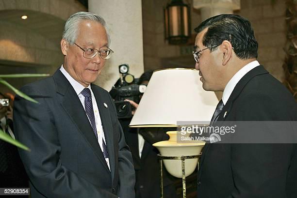 Singapore Senior Minister Goh Chok Tong chats with Deputy Prime Minister of Thailand Surakiart Sathiratha during the gathering of the Nobel Laureates...