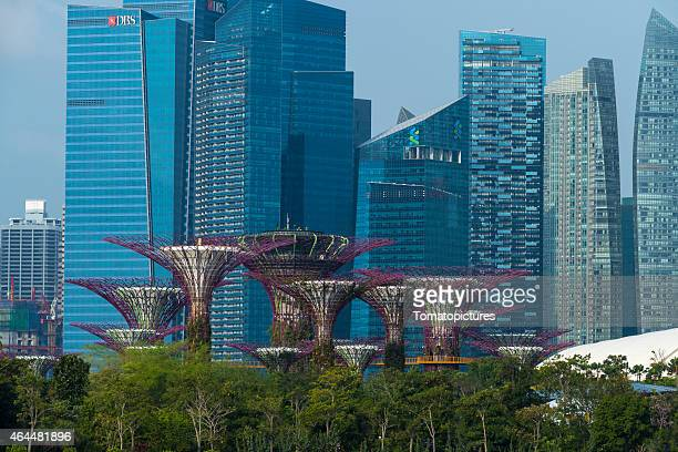 singapore skyline 2015 with focus on marina bay financial centre - standard chartered bank stock pictures, royalty-free photos & images