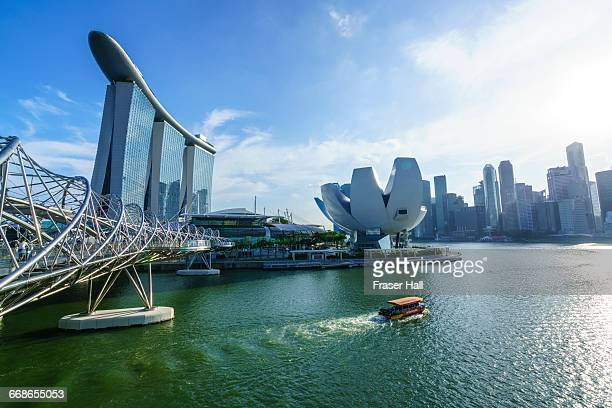 singapore skyline and marina bay - マリーナ湾 ストックフォトと画像