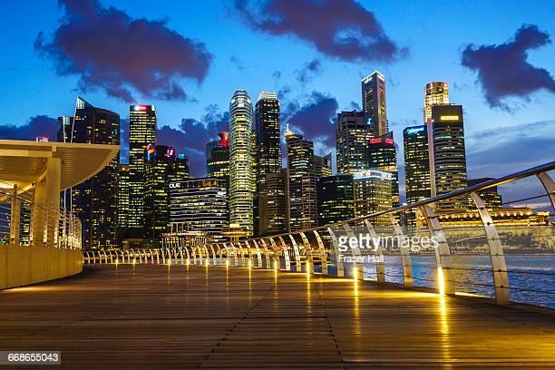 singapore skyline at dusk from marina bay - マリーナ湾 ストックフォトと画像