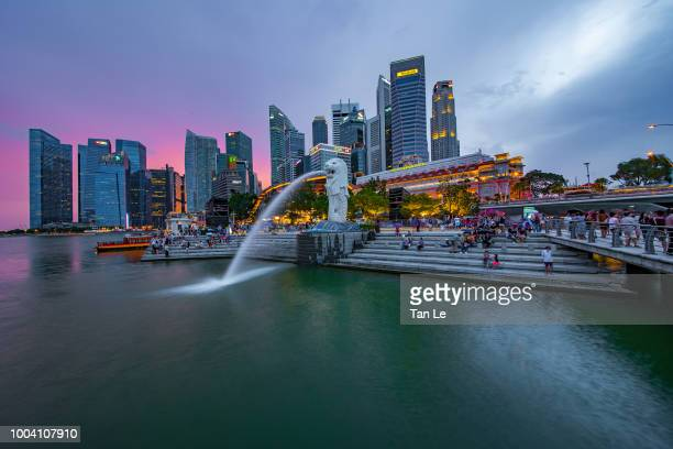 singapore the merlion statue - merlion park stock photos and pictures