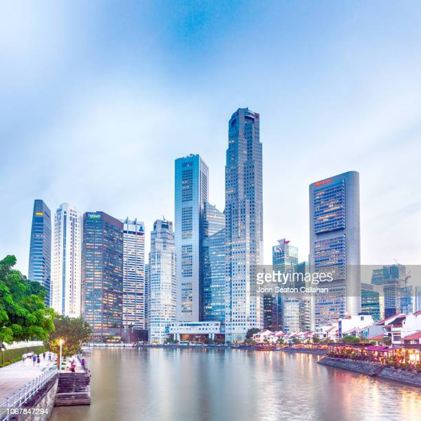 singapore, the singapore river at boat quay - singapore city stock pictures, royalty-free photos & images