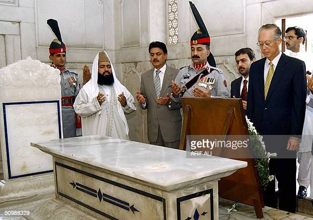 Singaporean Prime Minister Goh Chok Tong pays his respects in front of the shrine of Allama Iqbal Pakistan's national poet in Lahore 23 June 2004 Goh...