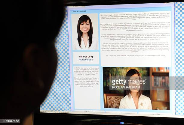 STORY SingaporepoliticsvotetechnologyInternetFOCUS by Philip Lim This photo taken on April 21 2011 from an internet website shows a computer user...
