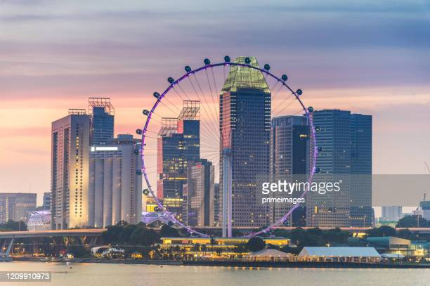 singapore's famous view of marina bay is a popular tourist attraction in the marina district of singapore. - marina bay singapore stock pictures, royalty-free photos & images