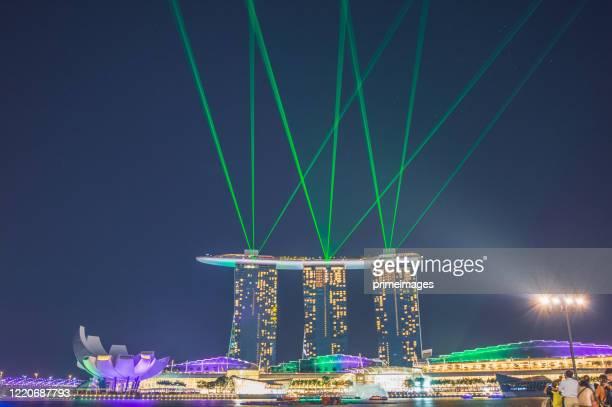 シンガポールの有名なマリーナベイの砂と街並みの景色は、シンガポールのマリーナ地区で人気の観光スポットです。 - シンガポール文化 ストックフォトと画像