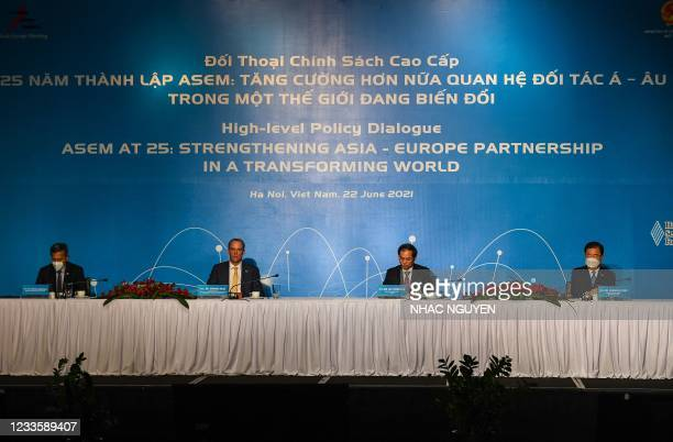 Singapore's Foreign Minister Vivian Balakrishnan, Britain's Foreign Secretary Dominic Raab, Vietnam's Foreign Minister Bui Thanh S?n and South...