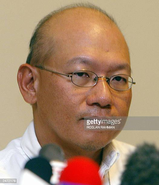 Singapore's neurosurgeon Keith Goh during a press conference in Singapore 08 July 2003The historic attempt to separate adult Iranian twin sisters...