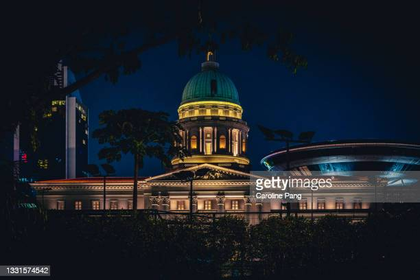 singapore's stunning architecture in the colonial district as seen from connaught drive at night. - rotunda stock pictures, royalty-free photos & images