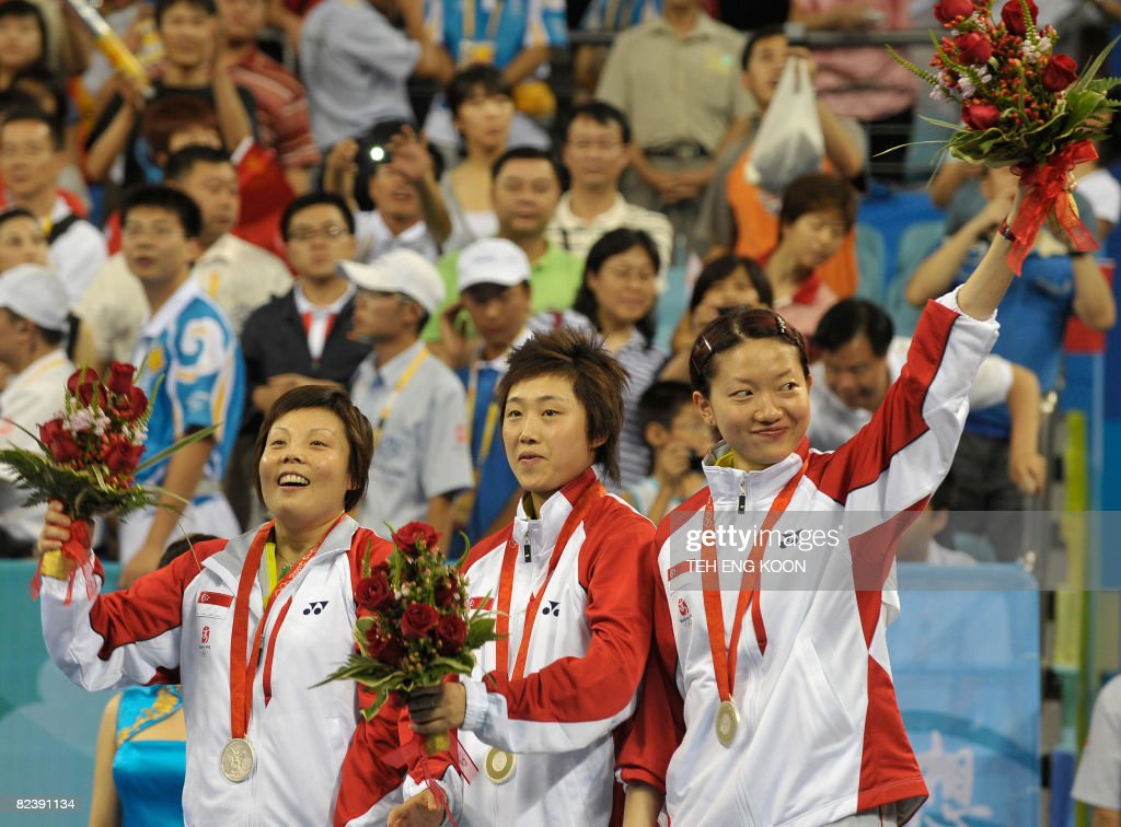 Singapore's table tennis team Wang Yue Gu (L), Feng Tianwei (C) and Li Jia Wei (R) pose with their silver medals in the women's team table tennis final match of the 2008 Beijing Olympic Games at the Peking University gymnasium in Beijing on August 17, 2008. AFP PHOTO / TEH Eng Koon