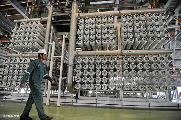 SingaporewaterenvironmentMalaysia FEATURE by Martin Abbugao A picture taken on June 1 2010 shows Selva Kumar Operation Engineer with Sembcorp makes...