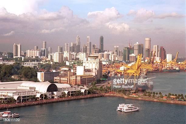 Singapur/Asien Reise Skyline Wolkenkratzer Stadt Hafen Motoryacht Schiffe Meer