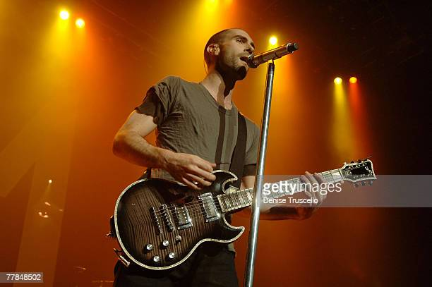 Singer Adam Levine of Maroon 5 performs at The Pearl at The Palms Casino Resort on November 10, 2007 in Las Vegas, Nevada.