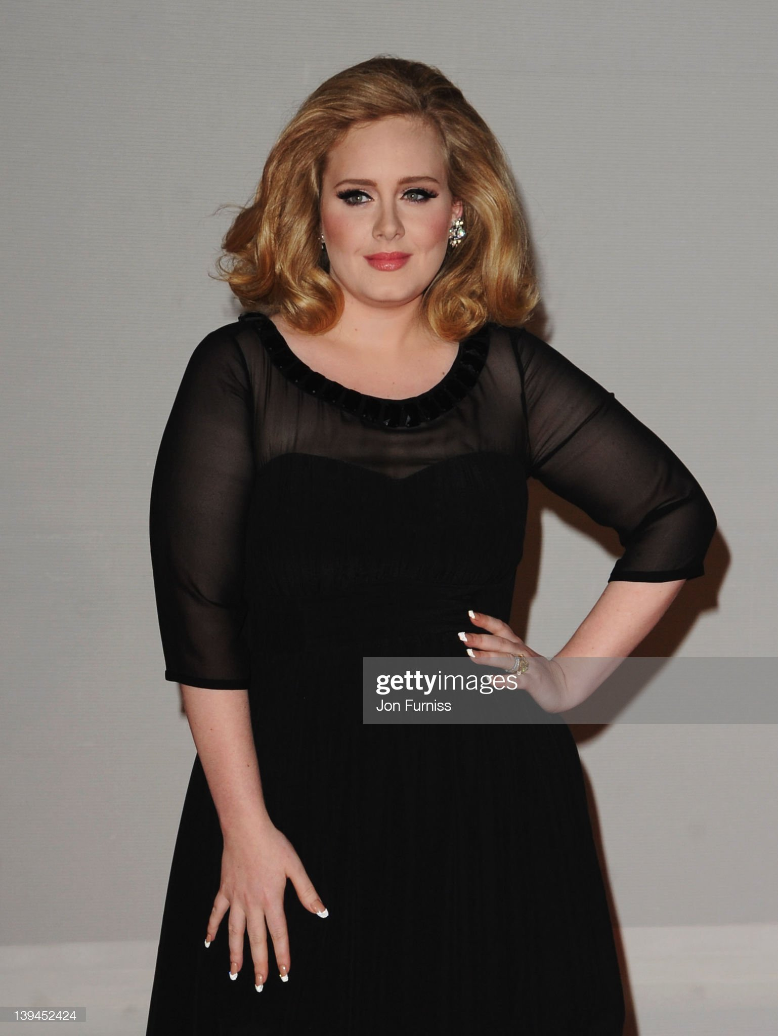 ¿Cuánto mide Adele? - Altura - Real height Singer-adele-attends-the-brit-awards-2012-at-the-o2-arena-on-february-picture-id139452424?s=2048x2048