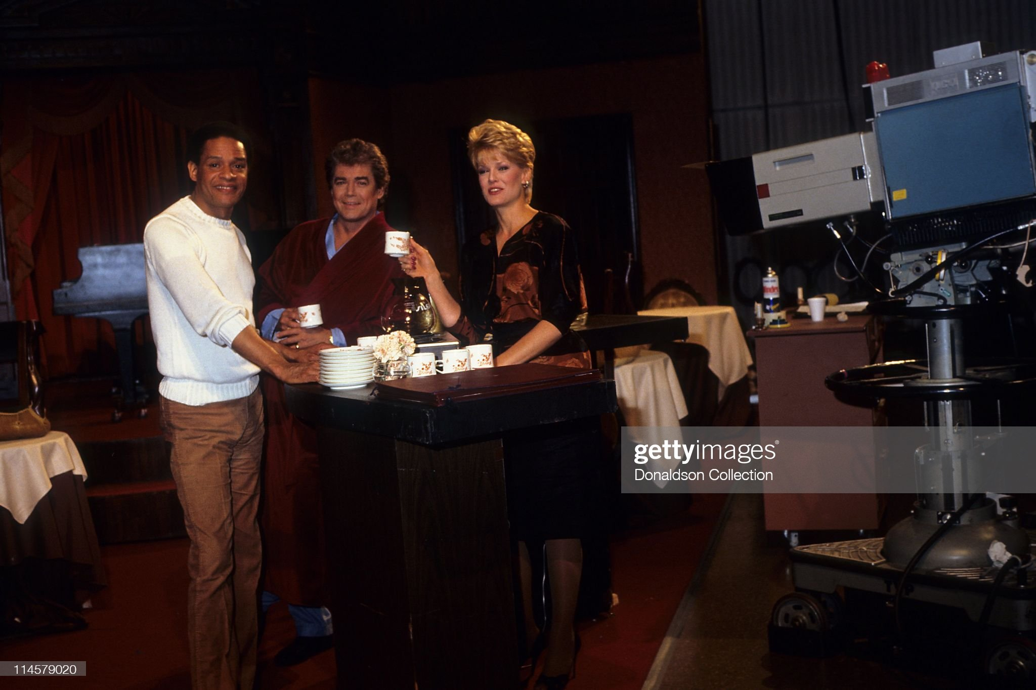 singer-al-jarreau-and-actor-joe-gallisonactress-gloria-loring-on-days-picture-id114579020