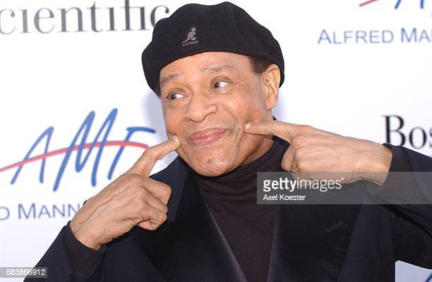Singer Al Jarreau arrives at The Alfred Mann Foundation's 2nd Annual Evening of Innovation and Inspiration honoring Larry King and hosted by Ryan...