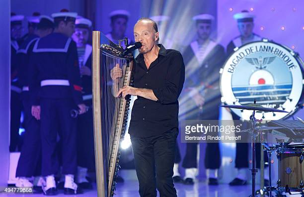 Singer Alan Stivell performs during the 'Vivement Dimanche' French TV Show at Pavillon Gabriel on October 28 2015 in Paris France