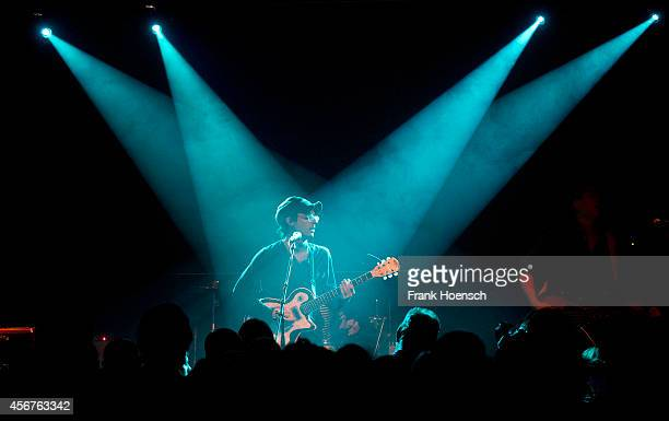 clap your hands say yeah 画像と写真 getty images