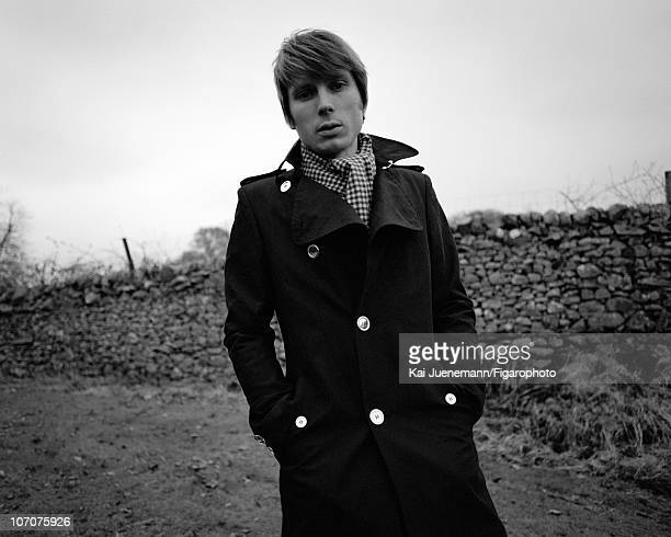 Singer Alex Kapranos of Franz Ferdinand poses for Madame Figaro in Glasgow Scotland in 2006 Figaro ID 069752020 CREDIT MUST READ Kai...