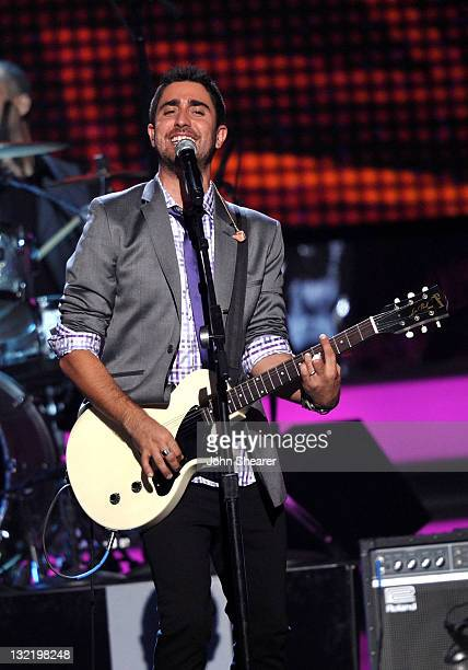 Singer Alex Ubago of Alex Jorge y Lena performs onstage at the 12th Annual Latin GRAMMY Awards held at the Mandalay Bay Resort Casino on November 10...