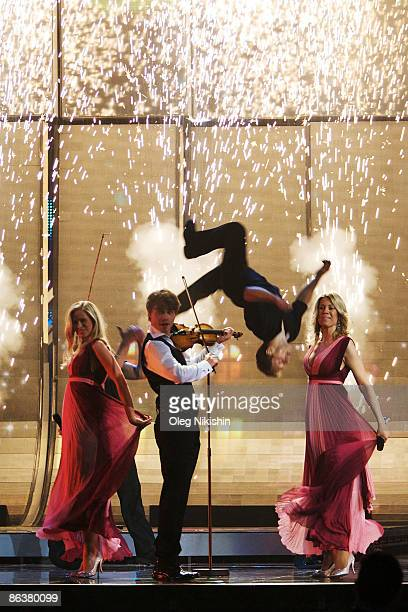 Singer Alexander Rybak representing Norway performs during rehearsals for the Eurovision Song Contest 2009 on May 5 2009 in Moscow Russia The Final...