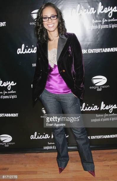Singer Alicia Keys arrives at her 'Tears For Water' book release party at The Harlem Grill November 9 2004 in New York City
