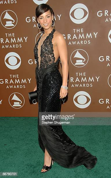 Singer Alicia Keys arrives at the 48th Annual Grammy Awards at the Staples Center on February 8 2006 in Los Angeles California