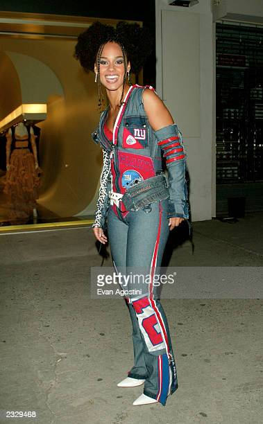 Singer Alicia Keys arriving at the Alexander McQueen New York store opening on 14th Street in New York City September 5 2002 Photo by Evan...