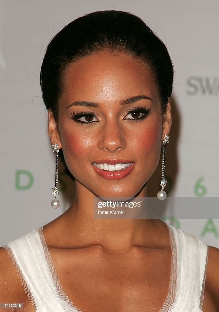 Singer Alicia Keys attends the 2006 CFDA Awards at the New York Public Library June 5, 2006 in New York City.