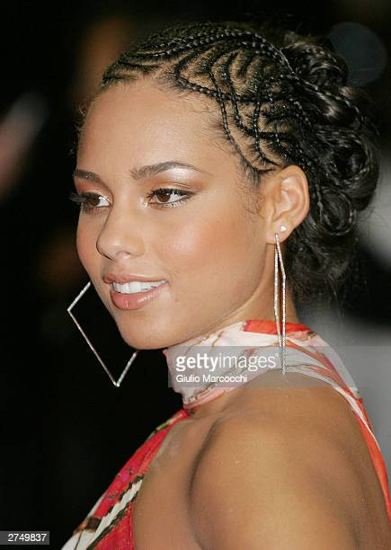 Singer Alicia Keys attends the Vibe Awards Beats Style Flavor at the Santa Monica Civic Center November 20 2003 in Santa Monica California