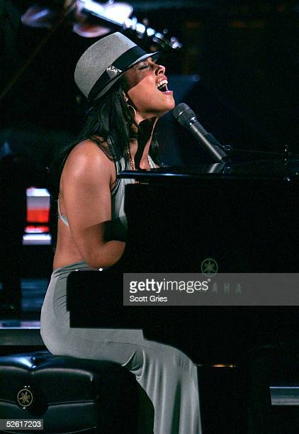 Singer Alicia Keys performs at 'Save The Music A Concert To Benefit The VH1 Save The Music Foundation' at the Beacon Theater April 11 2005 in New...