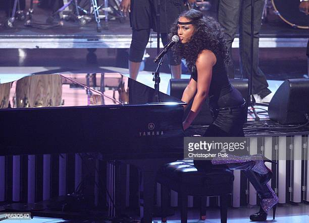 Singer Alicia Keys performs at the 2007 MTV Video Music Awards at the Palms Casino Resort on September 9 2007 in LasVegas Nevada