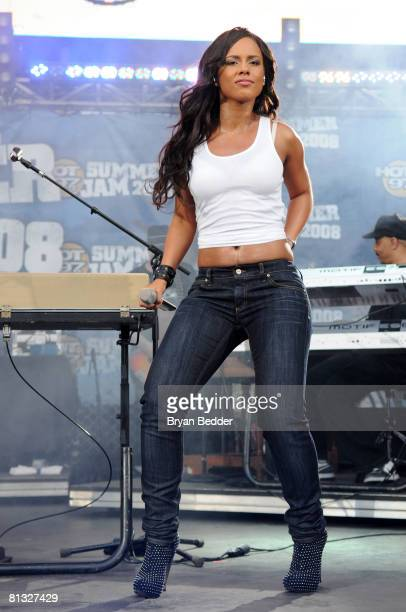 Singer Alicia Keys performs at the HOT 97 Summer Jam presented by Boost Mobile at Giants Stadium on June 1 2008 in East Rutherford New Jersey