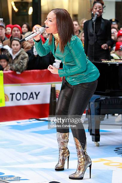 """Singer Alicia Keys performs on NBC's """"Today"""" at NBC Studios on November 24, 2009 in New York City."""
