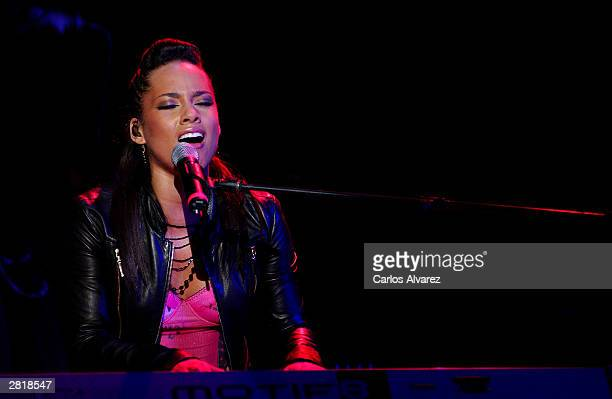 Singer Alicia Keys performs on stage to present her lastest album The Diary Of Alicia Keys at Pacha Club December 17 2003 in Madrid Spain