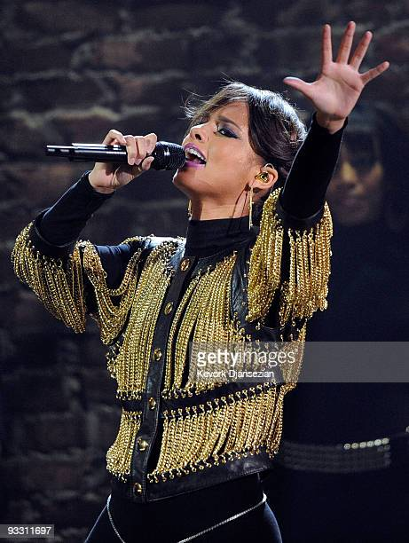 Singer Alicia Keys performs onstage at the 2009 American Music Awards at Nokia Theatre LA Live on November 22 2009 in Los Angeles California
