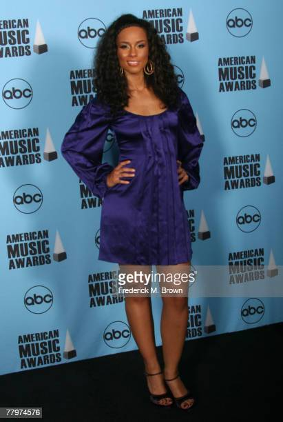 Singer Alicia Keys poses in the press room at the 2007 American Music Awards held at the Nokia Theatre LA LIVE on November 18 2007 in Los Angeles...